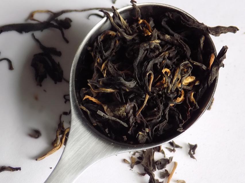 davidstea nepal black dry leaf perfect spoon
