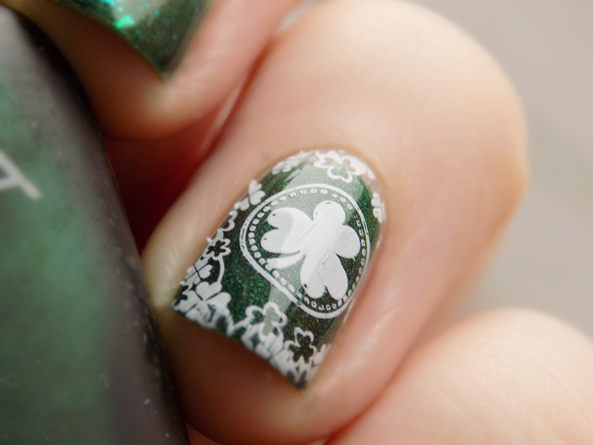 St Patricks Day Nail Art - Stamp Macro
